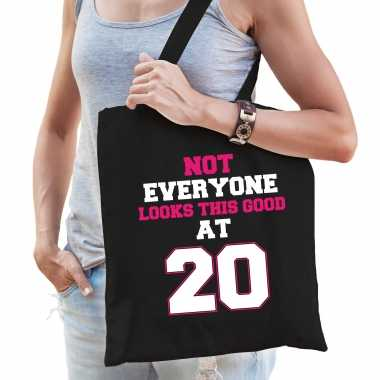 Not everyone looks this good at 20 verjaardag cadeau tasje zwart voor dames