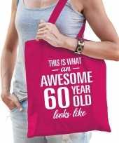 Awesome 60 year geweldig 60 jaar cadeau tas roze voor dames