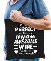 Freaking awesome wife vrouw cadeau tas zwart voor heren