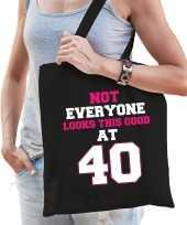 Not everyone looks this good at 40 verjaardag cadeau tasje zwart voor dames
