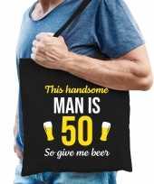 Verjaardag cadeau tas 50 jaar this handsome man is 50 give beer zwart voor heren
